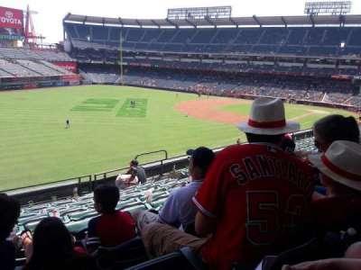 Angel Stadium, vak: C306, rij: H, stoel: 10