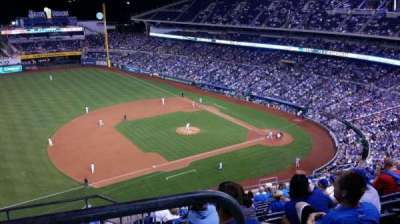Kauffman Stadium, vak: 409, rij: BB, stoel: 2