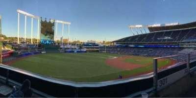 Kauffman Stadium, vak: Bench, rij: A, stoel: 2