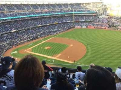 Yankee Stadium, vak: 413, rij: 5, stoel: 18