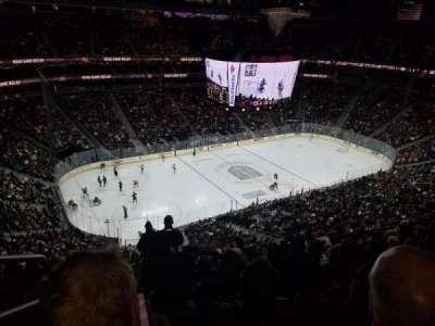 T-Mobile Arena, vak: 202, rij: M, stoel: 1