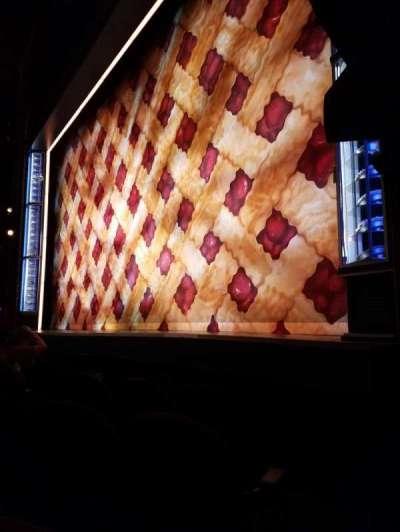 Brooks Atkinson Theatre, vak: Orch-R, rij: B, stoel: 14