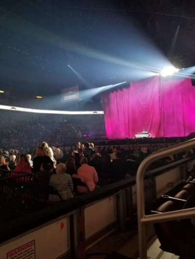 Intrust Bank Arena, vak: 104, rij: B, stoel: 1