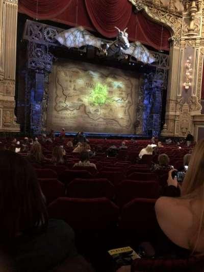 Oriental Theatre, vak: Orchestra left, rij: V, stoel: 17
