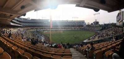 Dodger Stadium, vak: 166LG, rij: R, stoel: 20