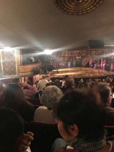 Richard Rodgers Theatre, vak: ORCH, rij: V, stoel: 27