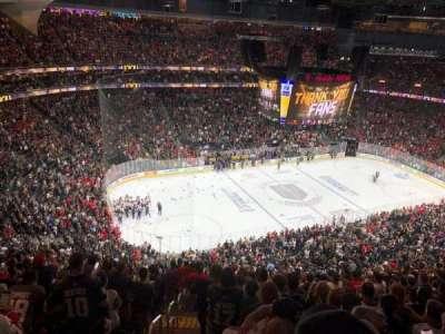 T-Mobile Arena, vak: 220, rij: Q, stoel: 1