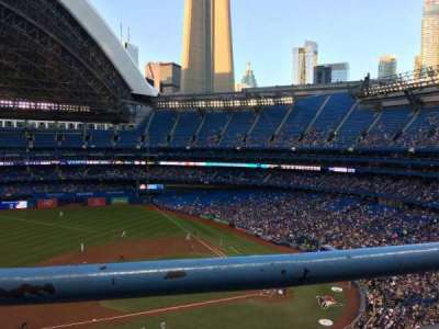 Rogers Centre, vak: 530L, rij: 1, stoel: 102