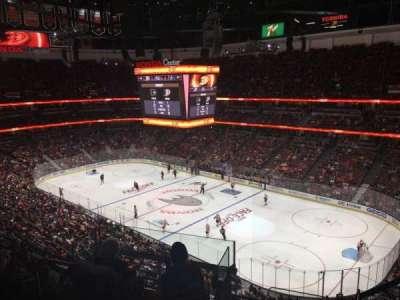 Honda Center, vak: 429, rij: H, stoel: 2
