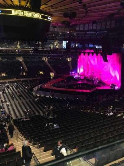 Madison Square Garden, vak: 210, rij: 1, stoel: 20-21