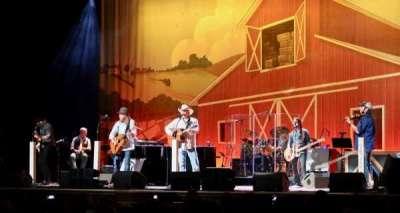 Ryman Auditorium, vak: 3, rij: Q, stoel: 8