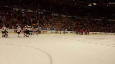 Joe Louis Arena, vak: 110, rij: 1, stoel: 4