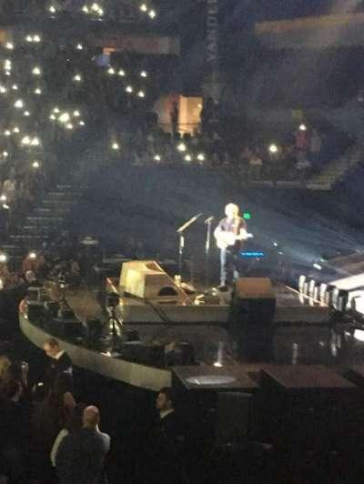 Bridgestone Arena, vak: 107, rij: Hh, stoel: 1
