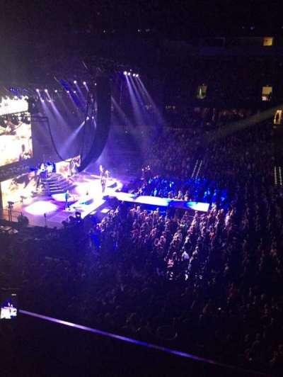 Spokane Arena, vak: 215, rij: B, stoel: 5