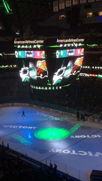 American Airlines Center, vak: 323, rij: C, stoel: 3