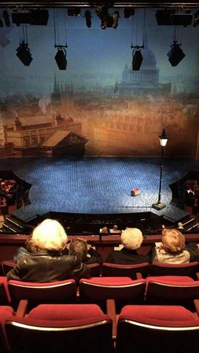 Vivian Beaumont Theater, vak: Loge Center, rij: E, stoel: 308