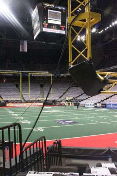 Jacksonville Veterans Memorial Arena, vak: 121, rij: D, stoel: 8