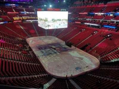 Little Caesars Arena, vak: 221, rij: 1, stoel: 17