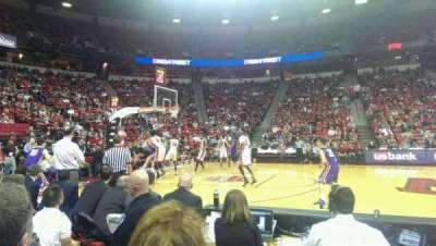 Thomas & Mack Center, vak: 118, rij: B, stoel: 2