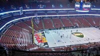 Honda Center, vak: 437, rij: N, stoel: 8