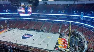 Honda Center, vak: 430, rij: M, stoel: 8