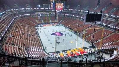Honda Center, vak: 425, rij: M, stoel: 8
