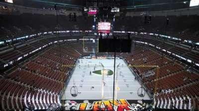 Honda Center, vak: 423, rij: M, stoel: 8