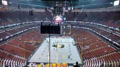 Honda Center, vak: 422, rij: M, stoel: 8