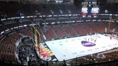 Honda Center, vak: 417, rij: M, stoel: 8