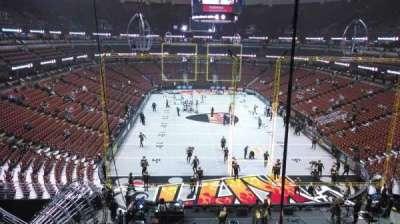Honda Center, vak: 424, rij: M, stoel: 8