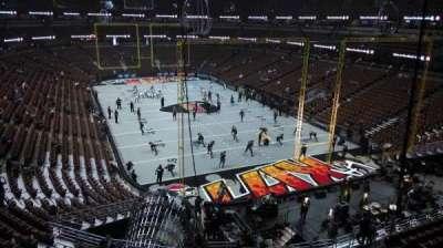 Honda Center, vak: 426, rij: M, stoel: 8
