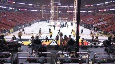Honda Center, vak: 214, rij: P, stoel: 8