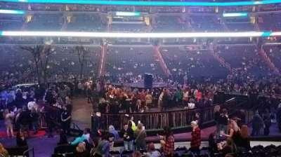 Capital One Arena, vak: 100, rij: L, stoel: 4