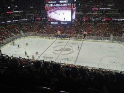 Honda Center, vak: 432, rij: M, stoel: 6