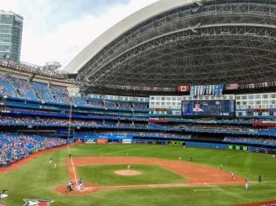 Rogers Centre, vak: 222R, rij: 3, stoel: 6
