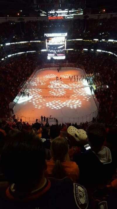 Honda Center, vak: 422, rij: P, stoel: 15