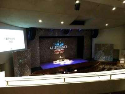 Aratani Theatre, vak: Balcony, rij: CC, stoel: 43