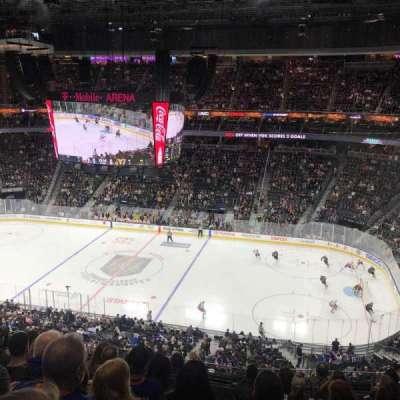 T-Mobile Arena, vak: 225, rij: H, stoel: 10