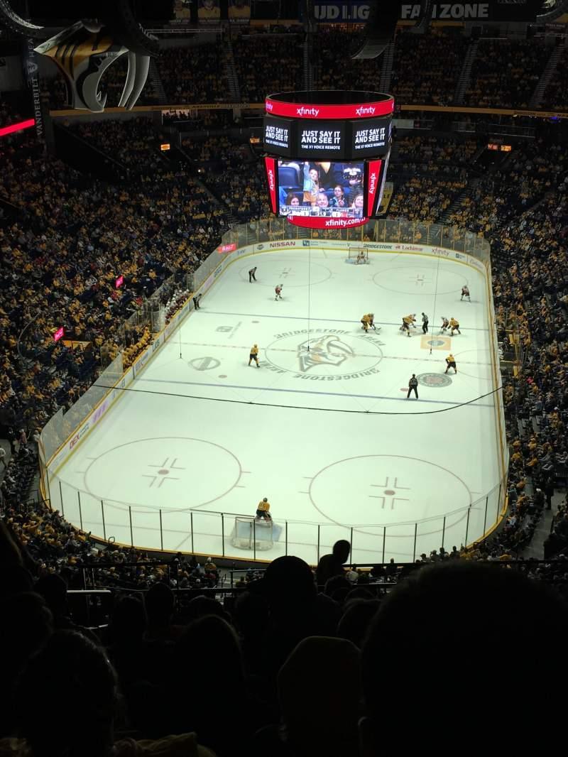 Bridgestone Arena, vak: 302, rij: Q, stoel: 19