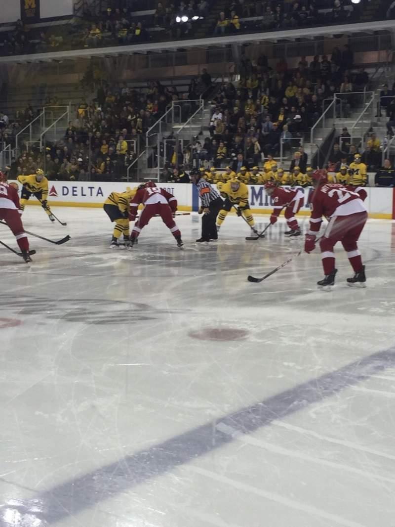 Yost Ice Arena, vak: 6, rij: 1, stoel: 1-4