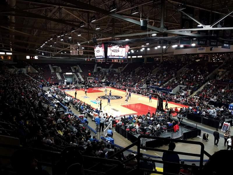 Hershey Centre, vak: 24, rij: r, stoel: 101