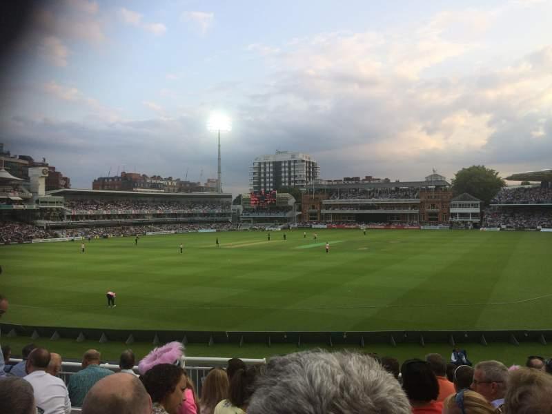Uitzicht voor Lord's Cricket Ground Vak Crompton Upper Stand Block 17 Rij J Stoel 87