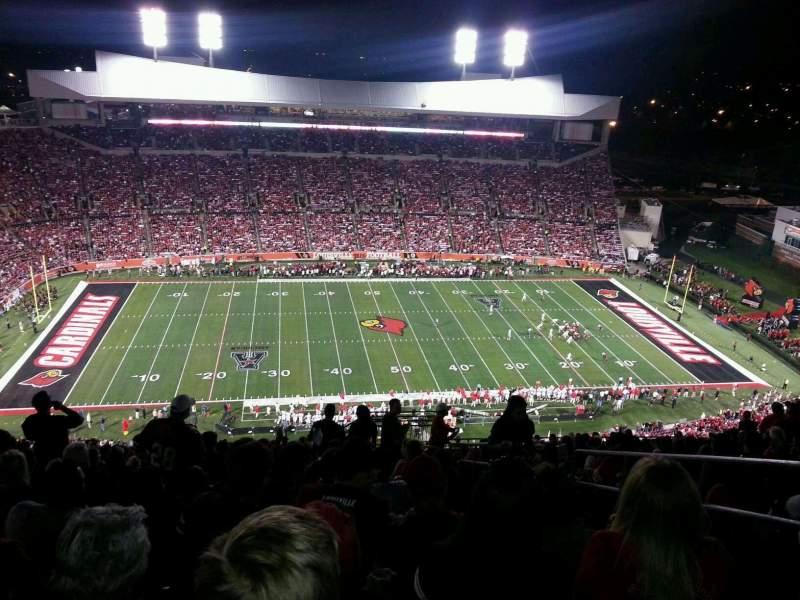 Papa John's Cardinal Stadium, vak: 8, rij: AA, stoel: 103