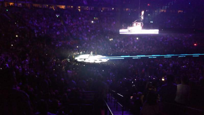 Bridgestone Arena, vak: 104, rij: P, stoel: 25-26