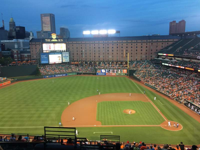 Oriole Park at Camden Yards, vak: 352, rij: 18