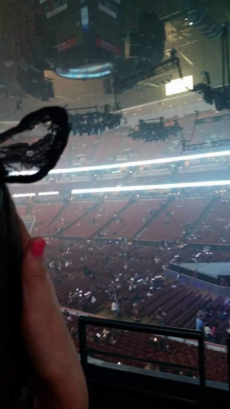 Honda Center, vak: 318, rij: 2, stoel: 2