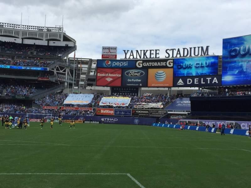 Yankee Stadium, vak: 012, rij: 2, stoel: 4