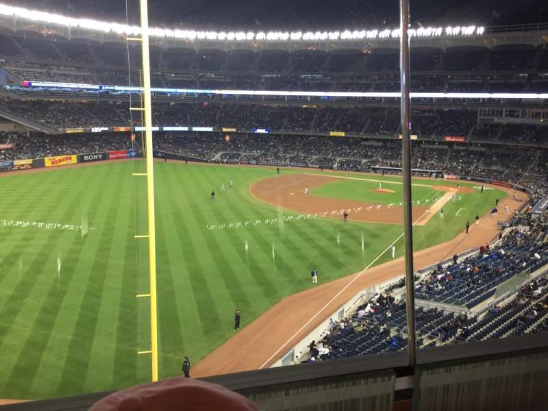 Yankee Stadium, vak: Audi1, rij: 1, stoel: 9
