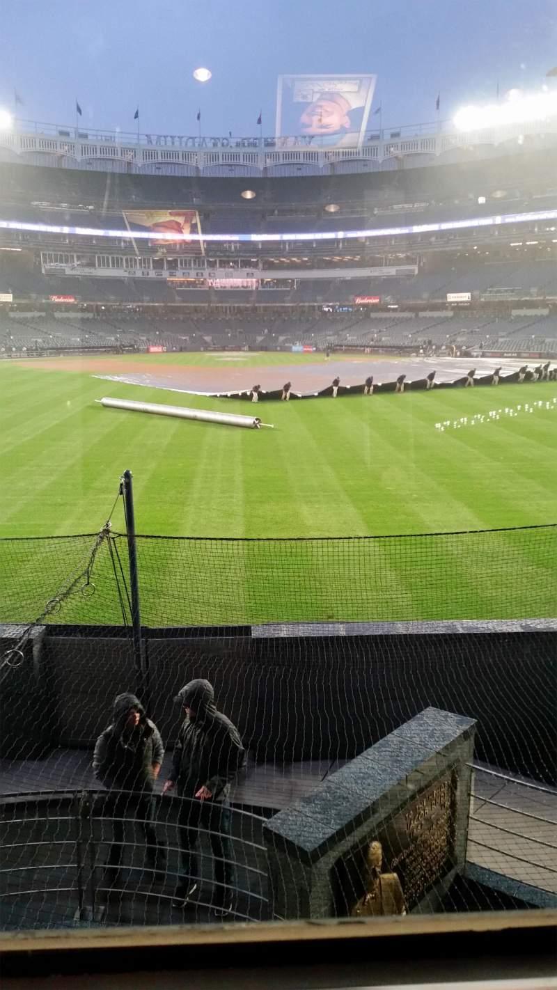 Yankee Stadium, vak: Mohegan Sun Sports Bar, rij: Row 1