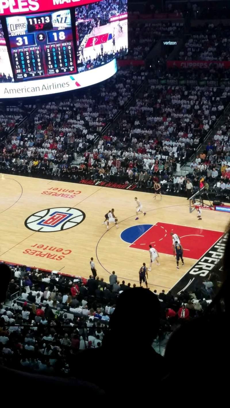 Staples Center, vak: 332, rij: 3, stoel: 7